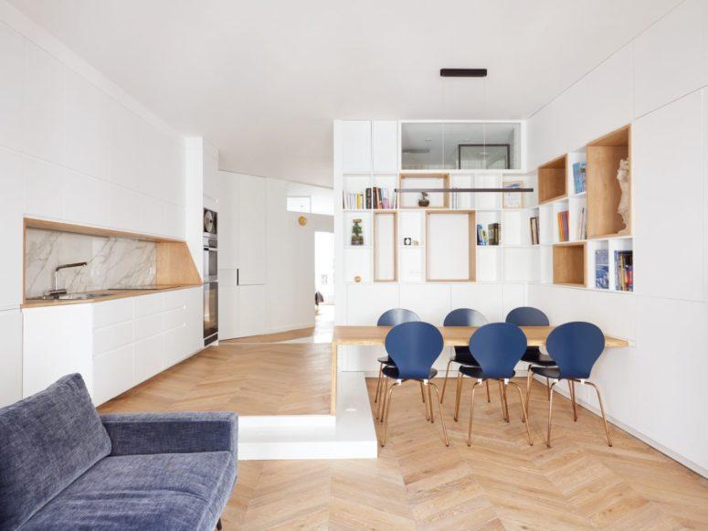 Samtida Paris-lägenhet med blues och geometri
