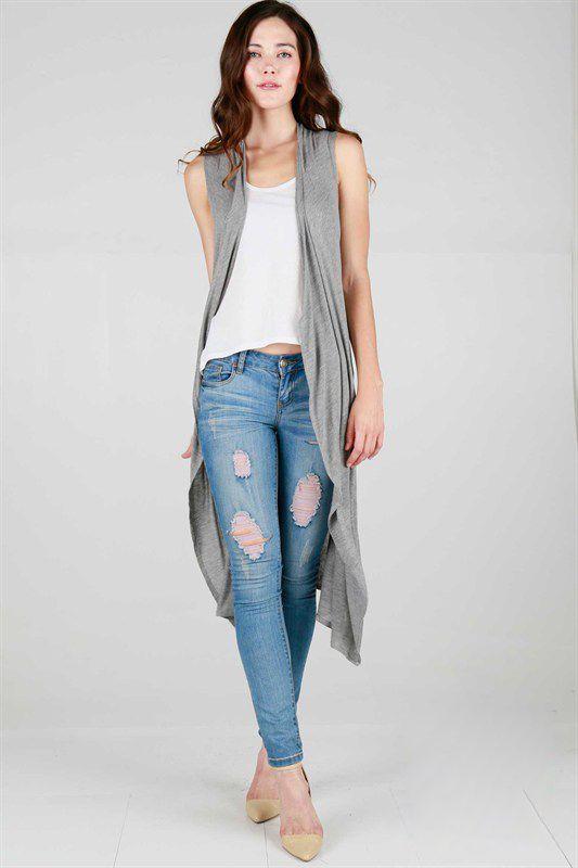 lång ärmlös kofta med rippade jeans