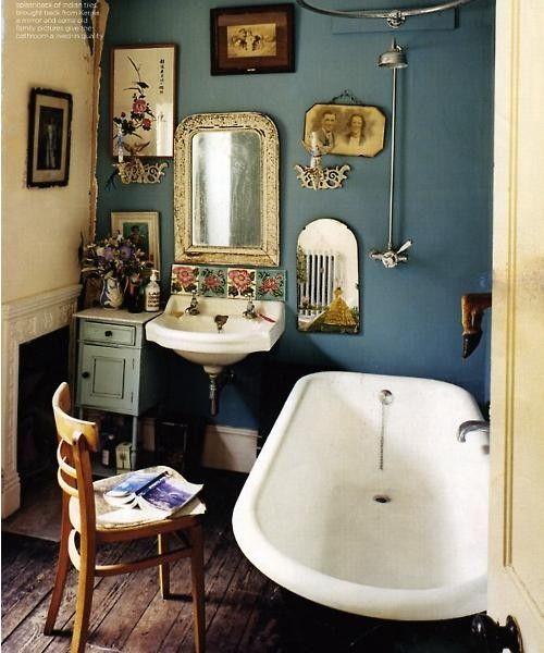 Böhmiska sidor    Litet badrum inredning, Vintage badrum, badrum.