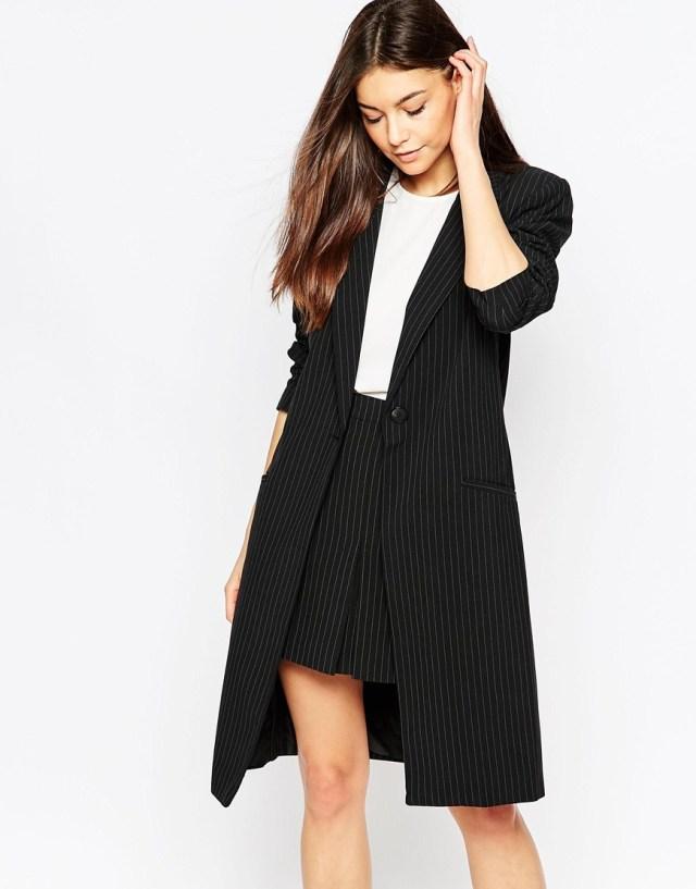 svart longline-kavaj med kjolarbete