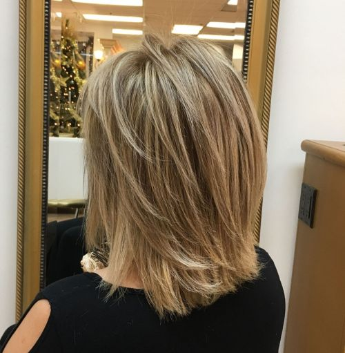 60 roliga och smickrande medelstora frisyrer för kvinnor i alla åldrar