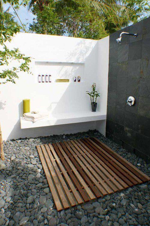 Pin av Emily Prager på Outdoors    Utomhus badrum design, utomhus.