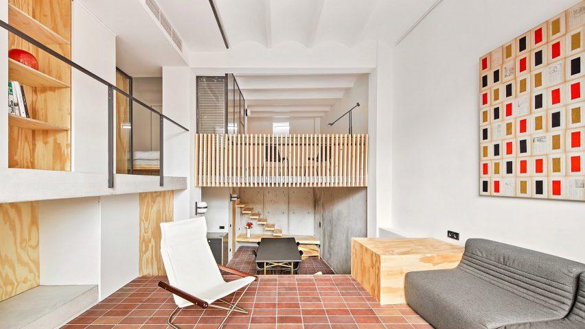 Yurikago House i Barcelona av Mas-aqui har olika våningar
