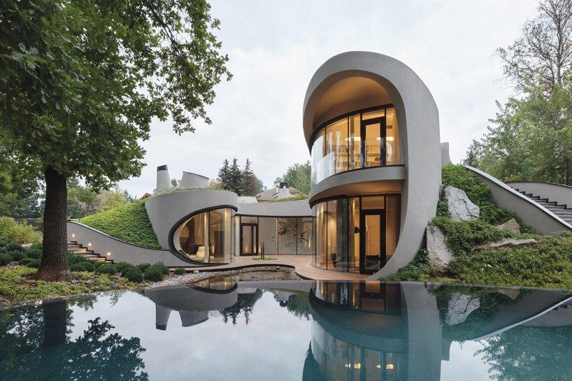 niko-arkitekt väver organiska, futuristiska hus i konstgjorda.