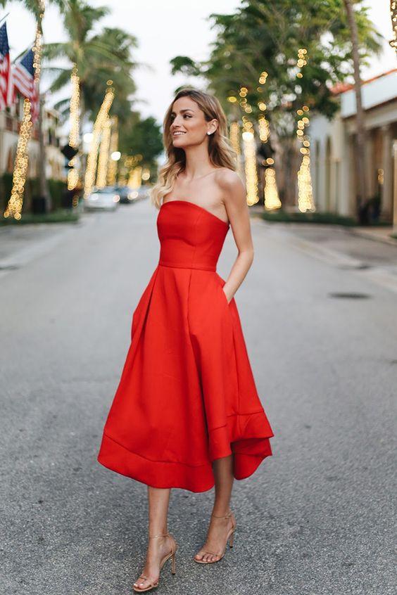 röd axelbandslös klänning datum natt
