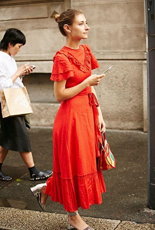 Maxiklänning med röda volanger
