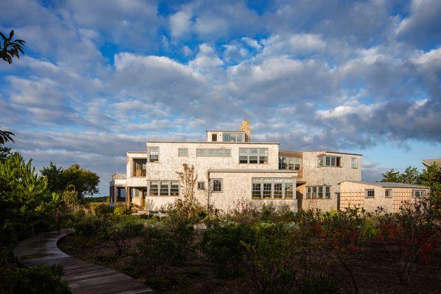 Bauhaus Influence Runs Deep in Modern Luxury Home Design, 100.