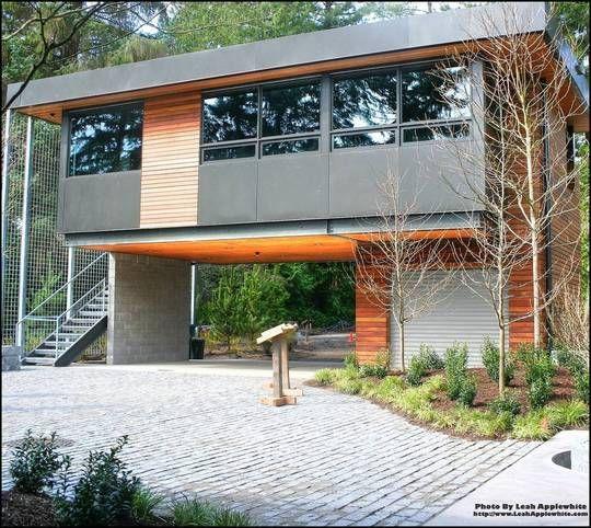 Samtida garage |  Hus på styltor, modern husdesign.