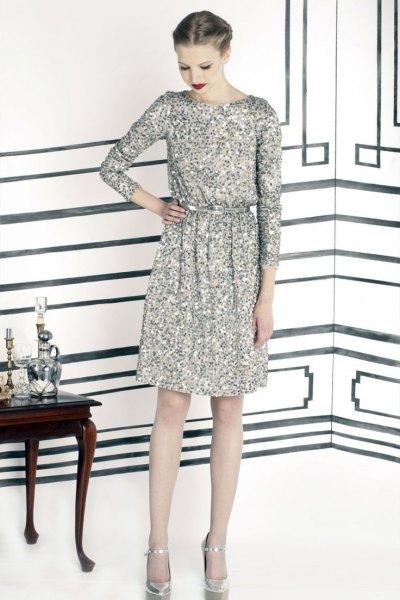 silver långärmad paljettklänning