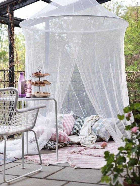 Ett myggnät är ett måste för din picknickzon för uteplatsen / trädgården.