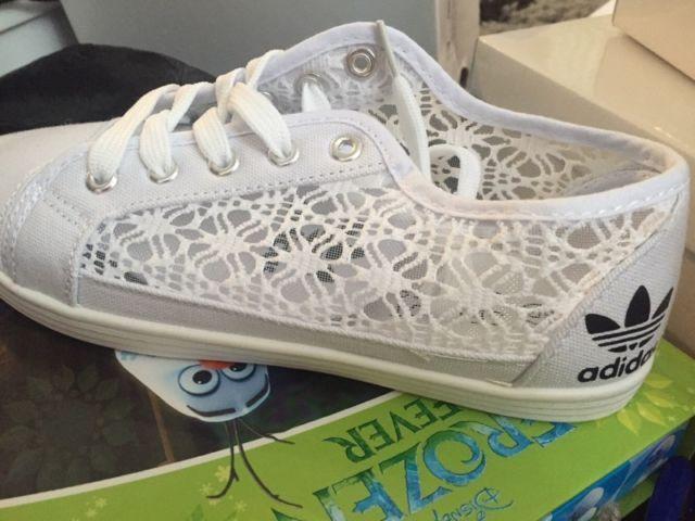Adidas stil damspetspumpar damspetspumpar för kvinnor på Gumtree.