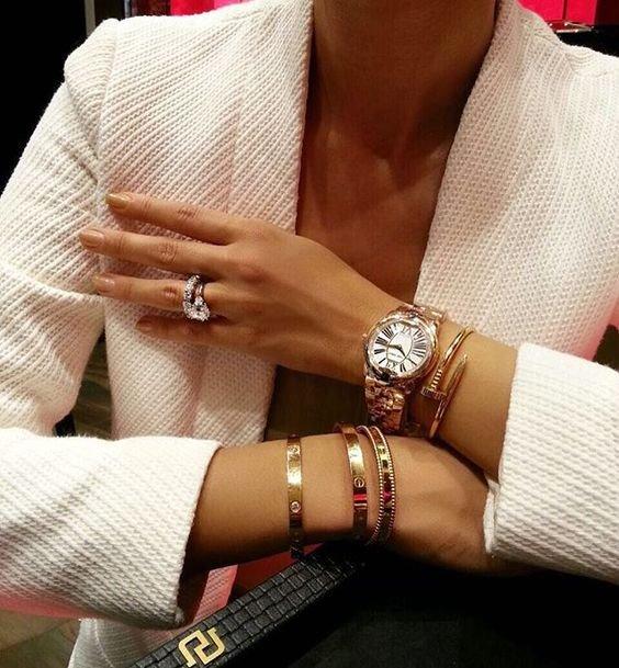 Idéer för stapling av smycken: Hur man använder, matchar, bär, staplar Cartier.