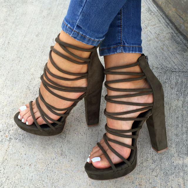 Skor, klackar, sandaler, höga klackar, gladiatorsandaler, strappy häl.