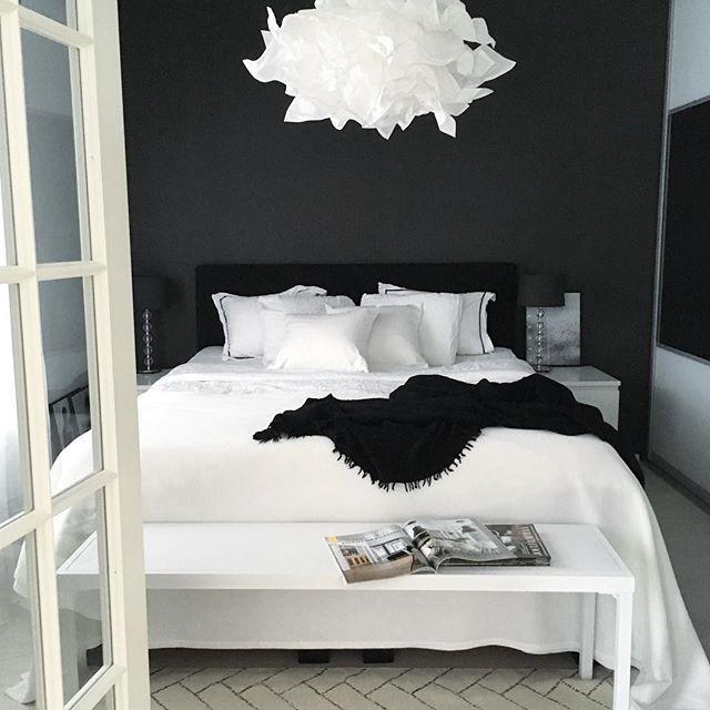 Svarta och vita sovrum ... |  Vit sovrum design, sovrum.