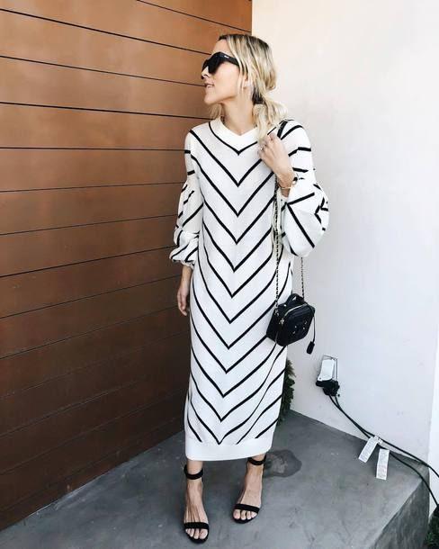 svartvit randig klänning modern