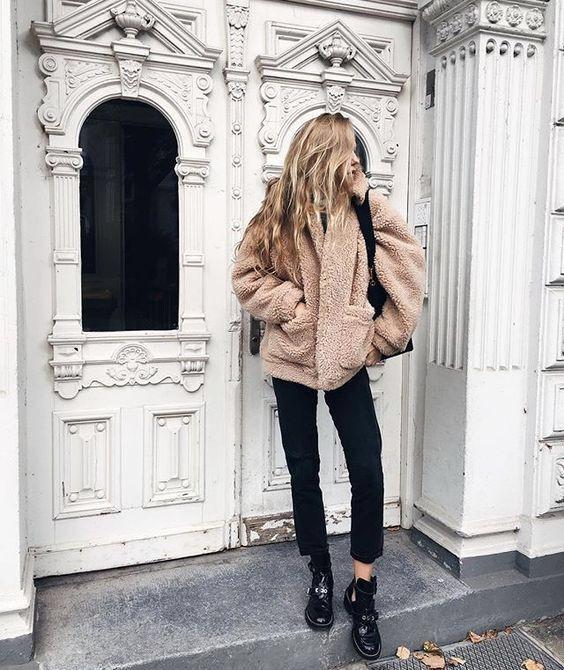 4 snygga sätt att bära en teddyrock i vinter |  Cappotti.