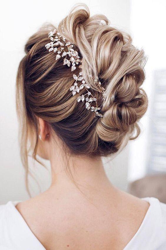 15 underbara formella bröllopsfrisyridéer (med bilder) |  Bröllop .