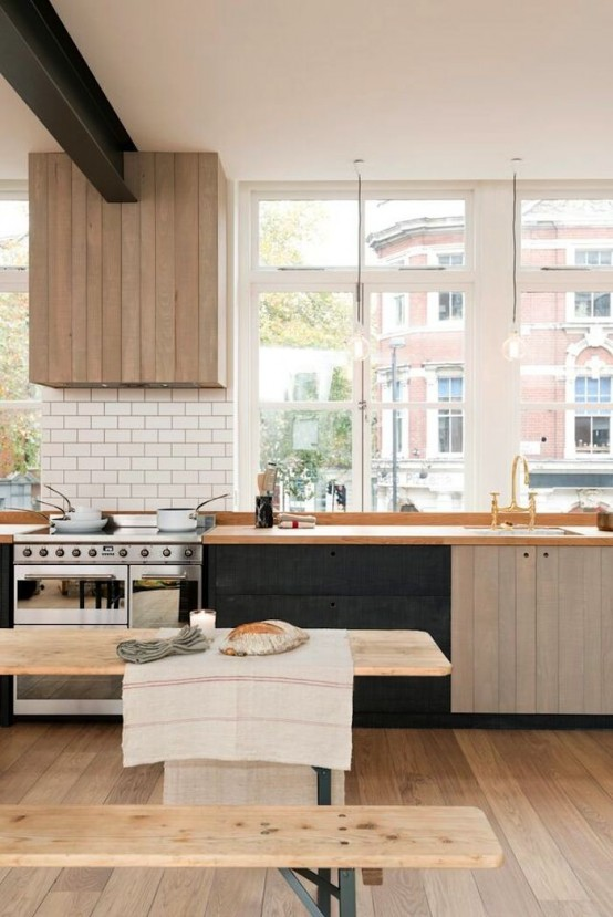 Urban rustik köksdesign med industriella detaljer och kontraster.