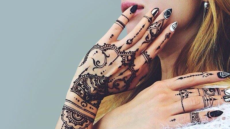 18 vackra Henna-tatueringar för kvinnor 2020 - Trendspott