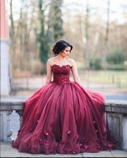 Häpnadsväckande 76 vackra rödbruna quinceanera-klänningar https.