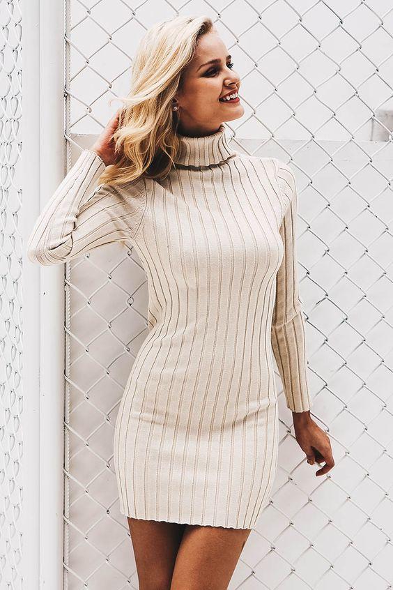 stickad vit turtleneck-klänning