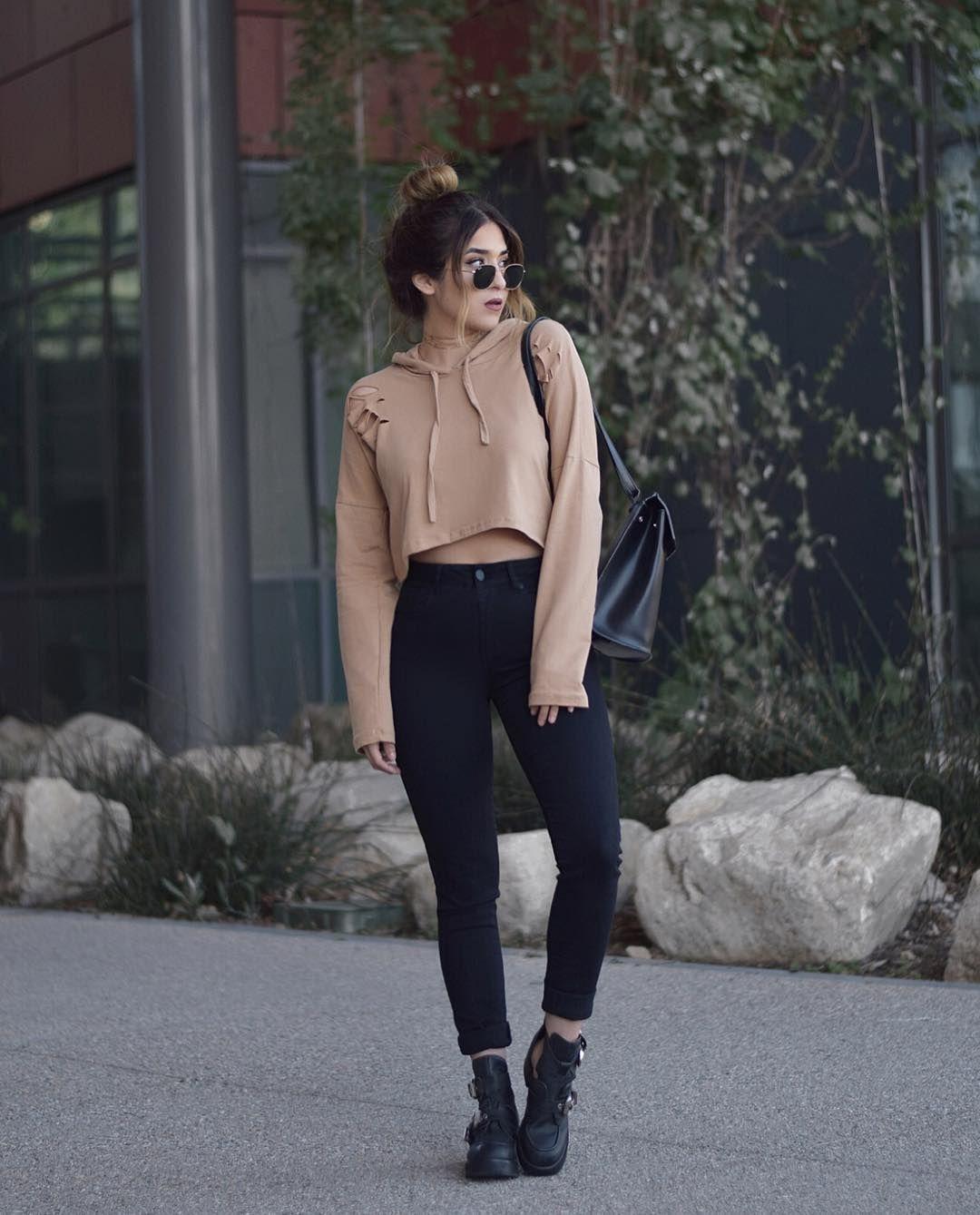 Black Cropped Hoodie Outfit Idéer