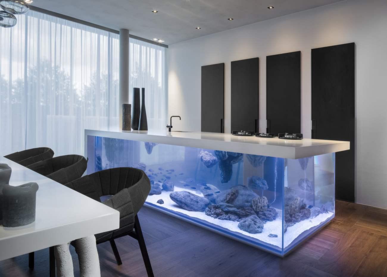 Dusch med ett inbyggt akvarium