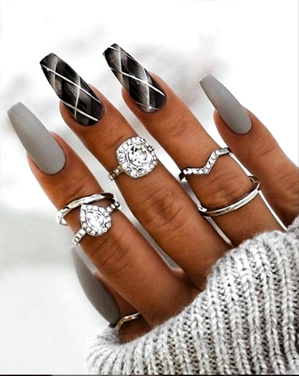 Enkla vårspikdesigner för korta naglar
