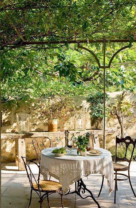 Förfinade Provence-inspirerade terrassdekorationsidéer