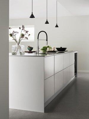 Funktionella minimalistiska köksdesignidéer