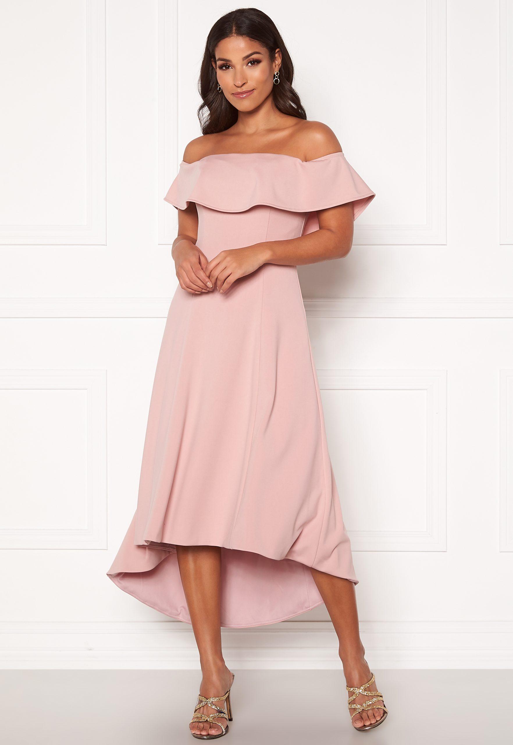 Hur man bär Bardot-klänning