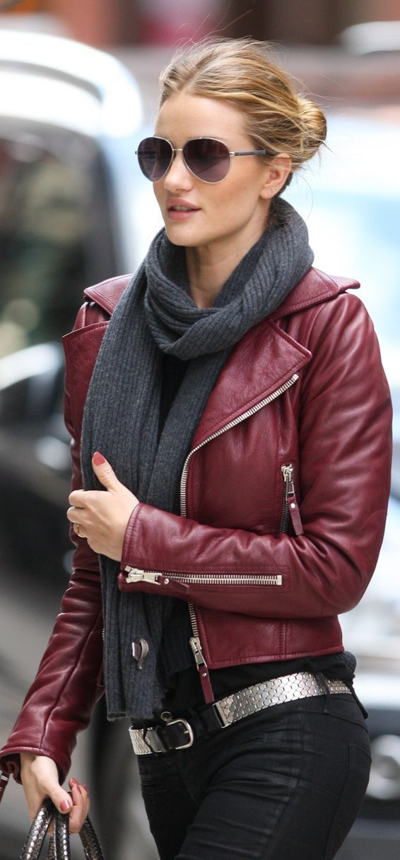 Hur man bär Burgundy Leather Jacket