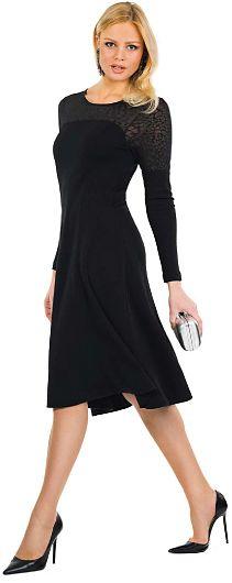 Hur man bär en liten svart klänning