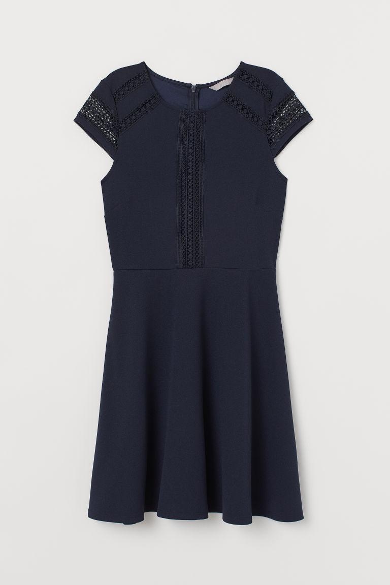 Hur man bär marinblå kort klänning