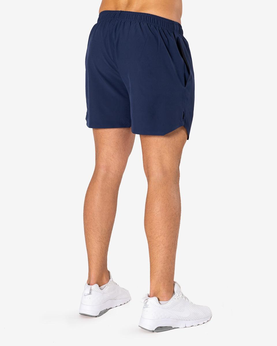 Hur man bär marinblå shorts