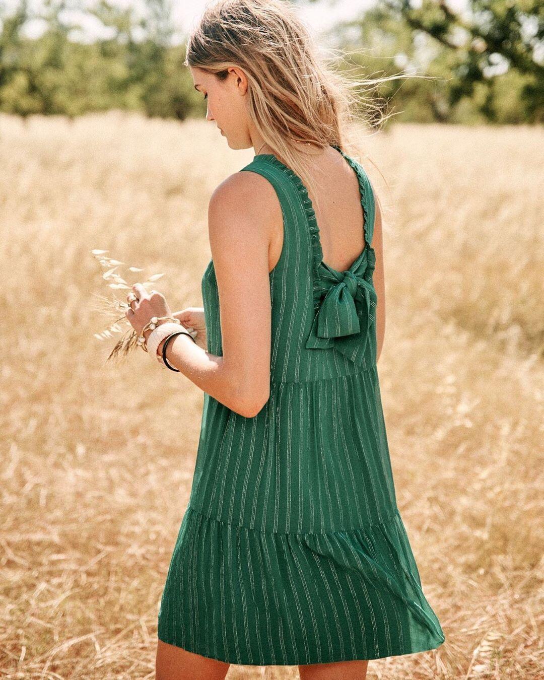 Hur man bär mintgrön klänning