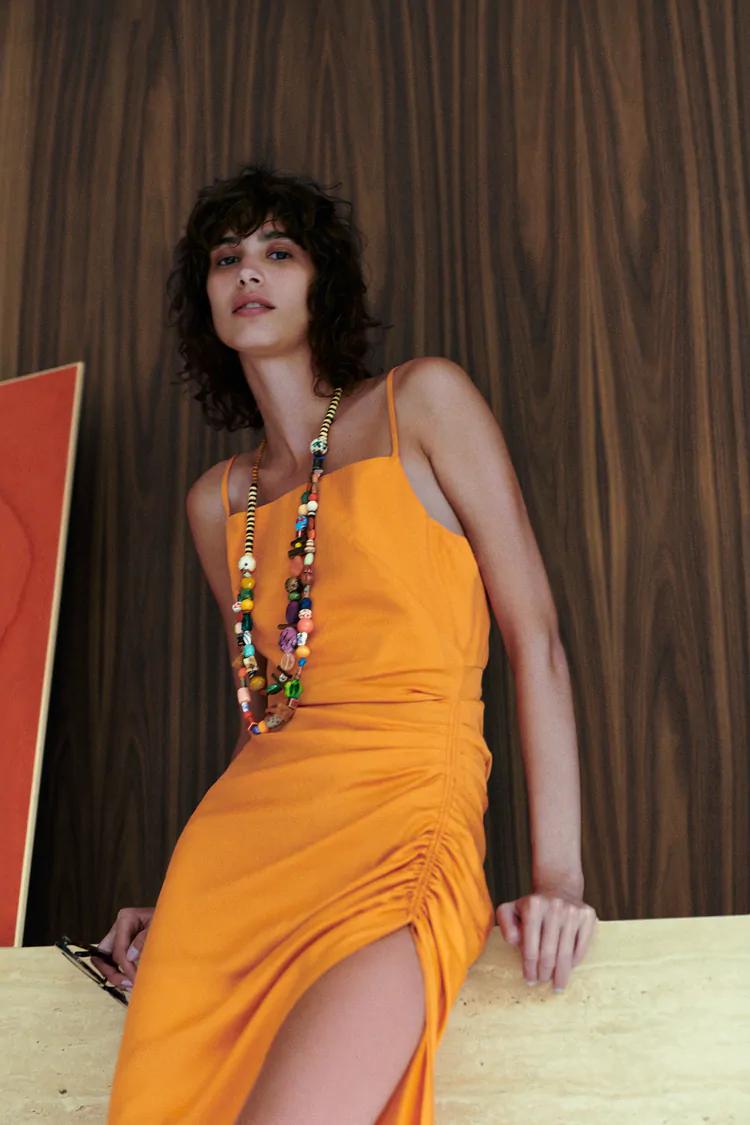 Hur man bär orange maxiklänning