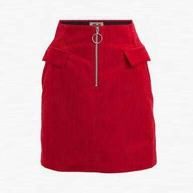 Hur man bär röd flare kjol