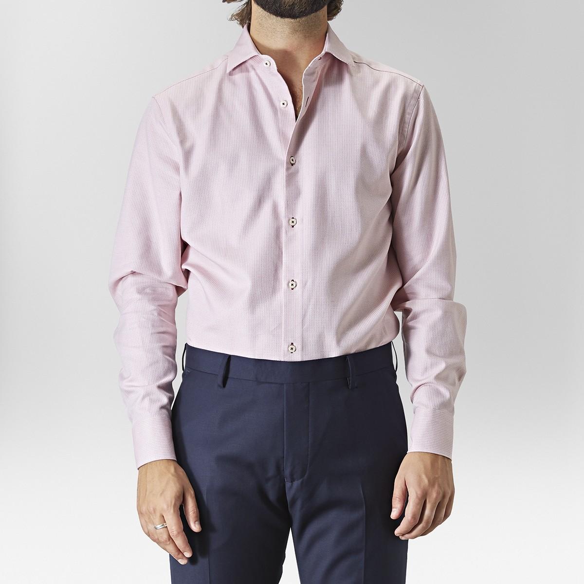 Hur man bär rosa skjorta