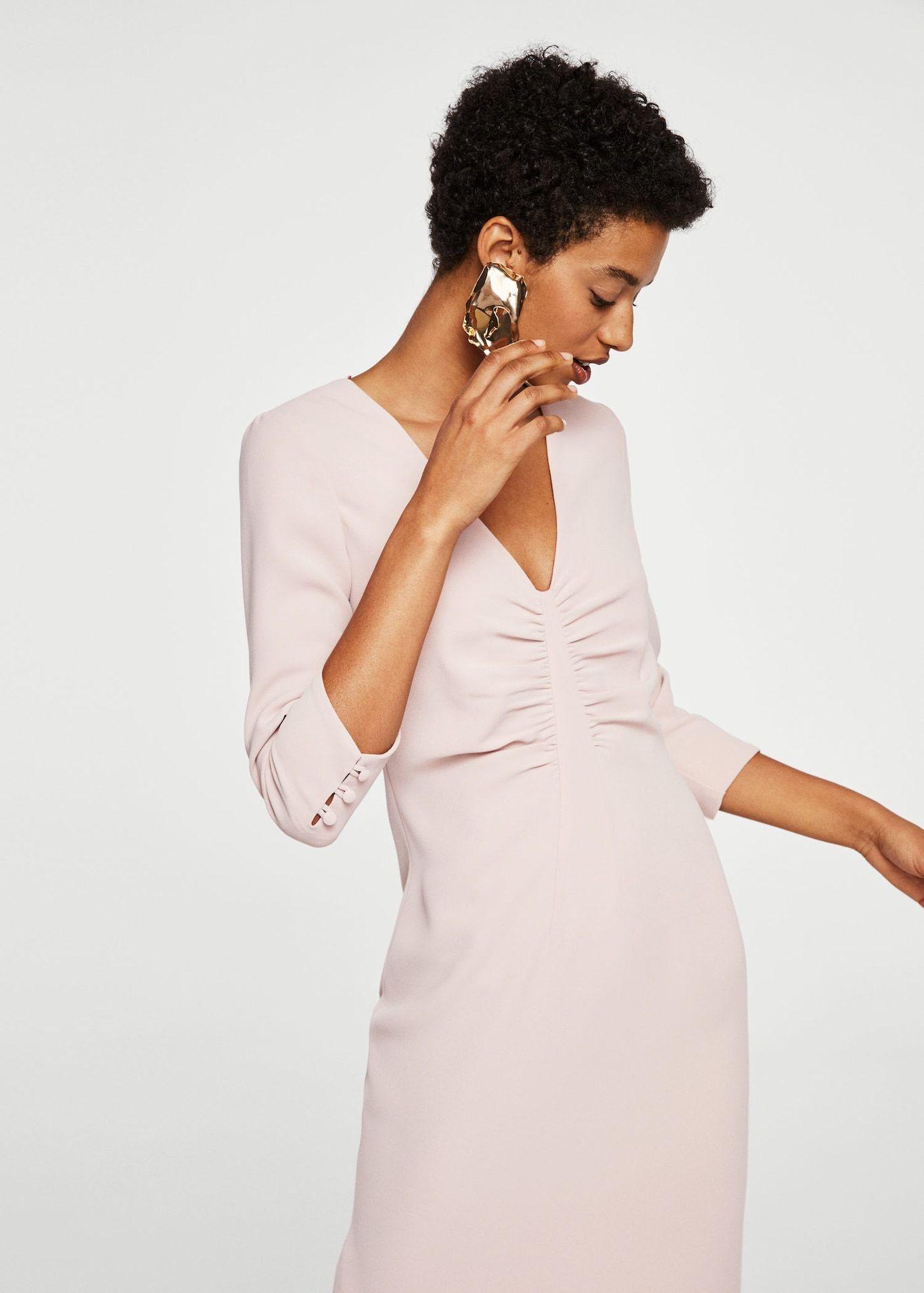 Hur man bär rynkad klänning