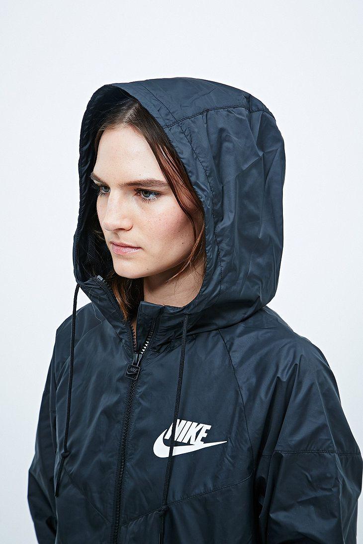 Hur man bär svart Nike Windbreaker