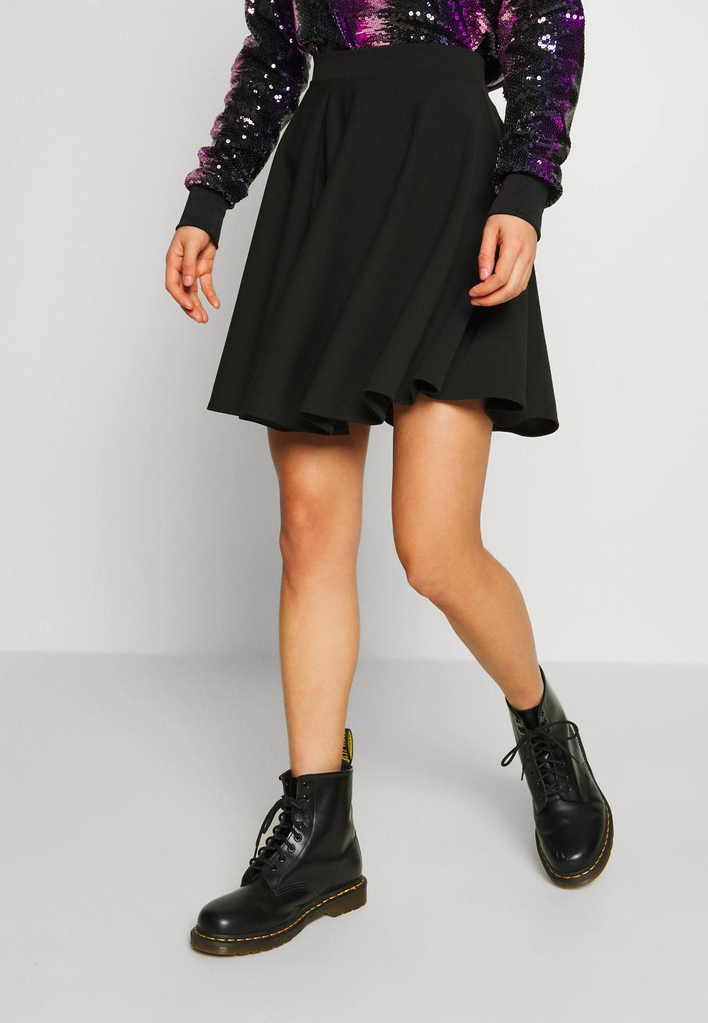 Hur man bär svart skater kjol
