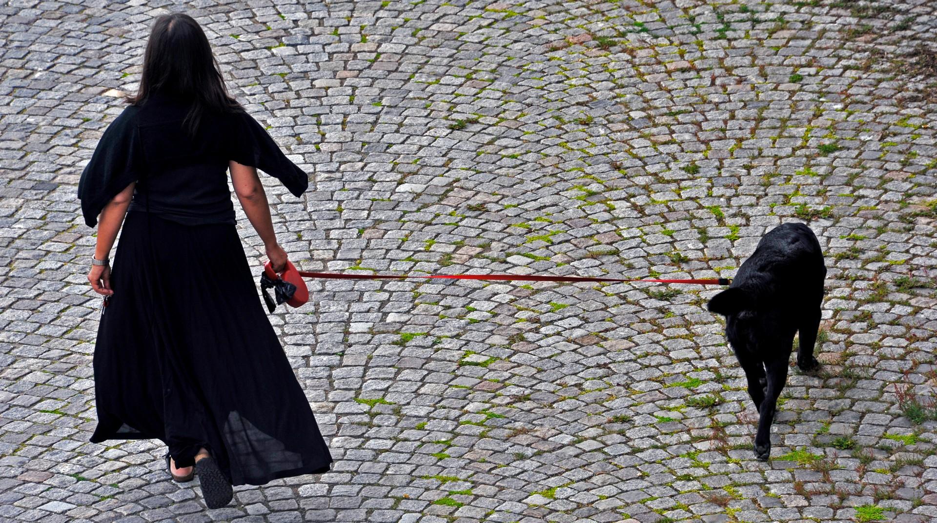 Hur man bär svarta spetsklackar