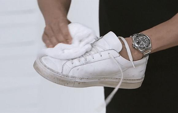 Hur man bär vita läderskor