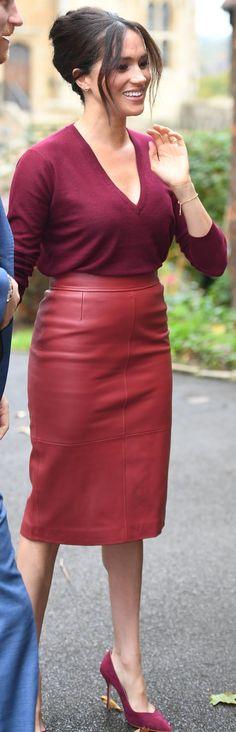 Hur man utformar röd läder kjol