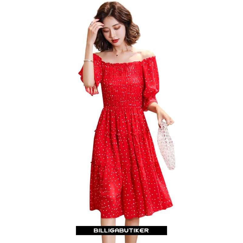 Hur man utformar röd miniklänning