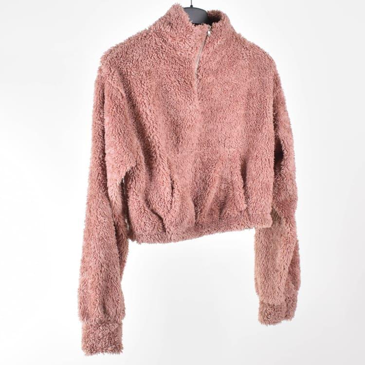 Hur man utformar rosa fuzzy tröja