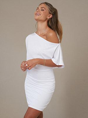 Hur man utformar vit nätklänning