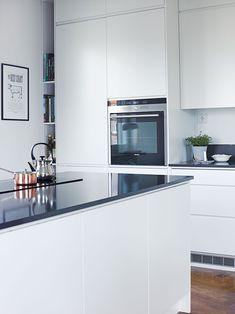 Moderna rena vita köksskåp och tillbehör Yara från Caesar