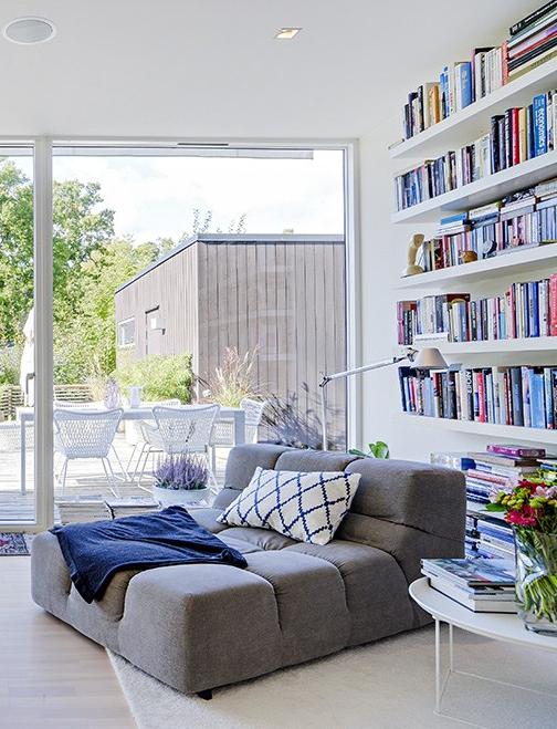 Modernt ladainspirerat hus med lakoniska interiörer